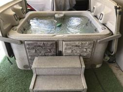 4 Person Hot Tub Spa. Excellent Condition. Easy Open Clamshe